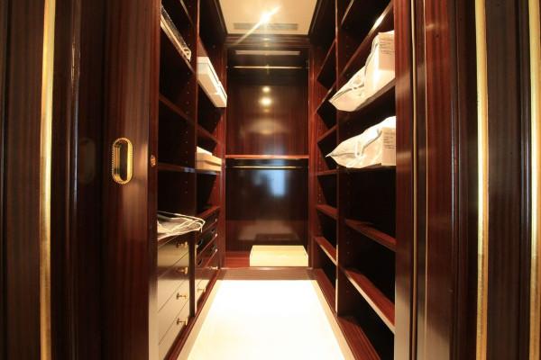 Come scegliere un armadio di lusso per la propria abitazione
